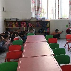 英国牛津国际幼儿园桌椅