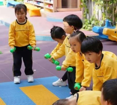 帝景苑幼儿园一起玩耍