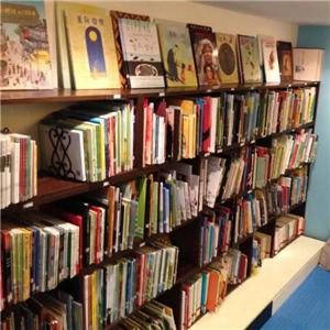 萤火虫文化艺术中心图书室