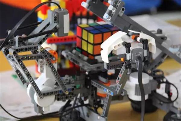 纬度机器人产品