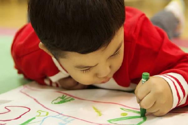 稚鸟儿童美术蜡笔画