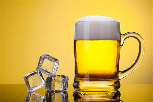 赞噼精酿鲜啤冰镇啤酒