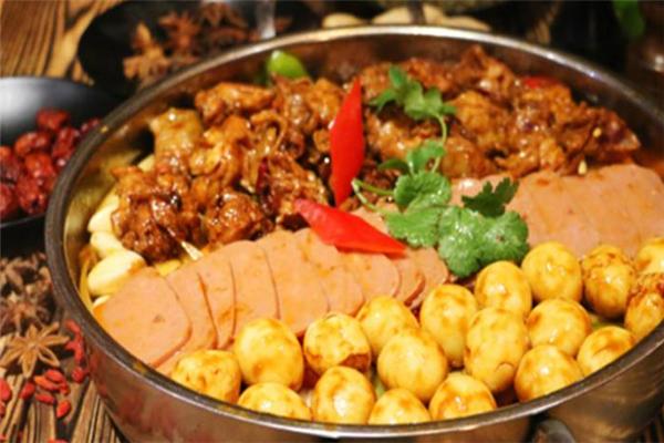 财记柴特色焖锅食材丰富