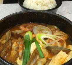 肉加韩国料理汤
