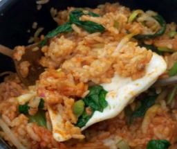 肉加韩国料理米饭
