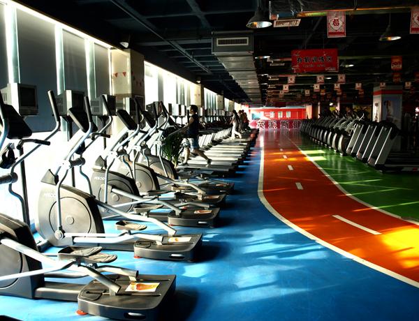 英派斯健身俱乐部器械
