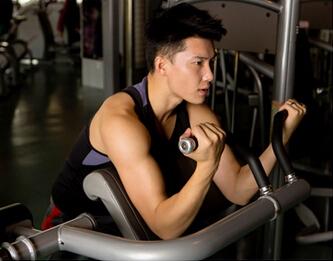 英派斯健身俱乐部健身