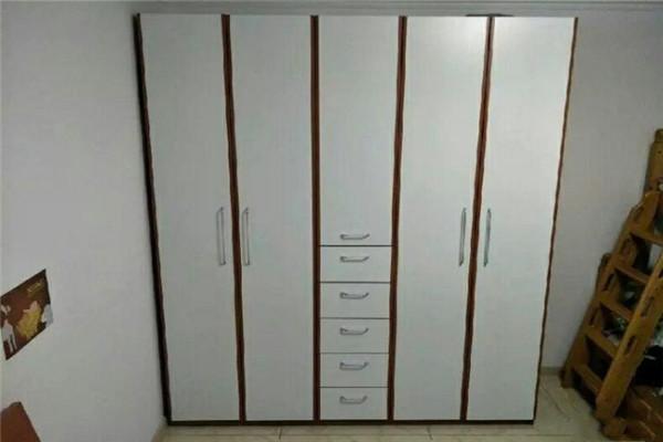 红苹果衣柜白色