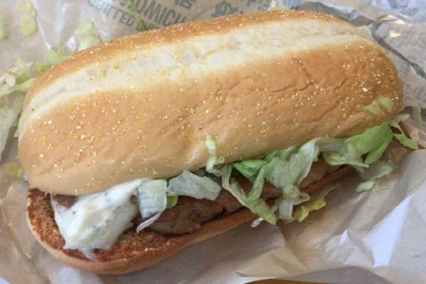 麦当劳板烧鸡腿堡沙拉
