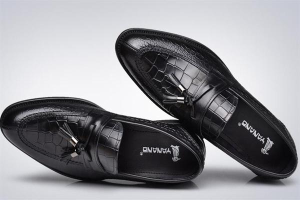耶纳诺啄木鸟皮鞋黑色