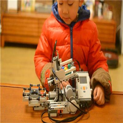 博讯飞机器人教育展示