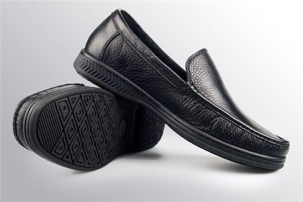 必登高男鞋展示