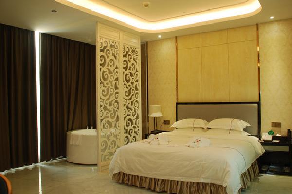 百纳时尚酒店大床房