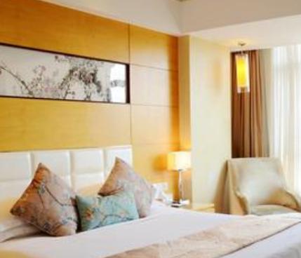 聚緣酒店黃色