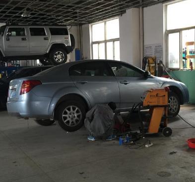 凯捷汽车维修维修工人
