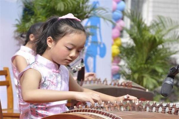 藝智樂創意古箏彈奏