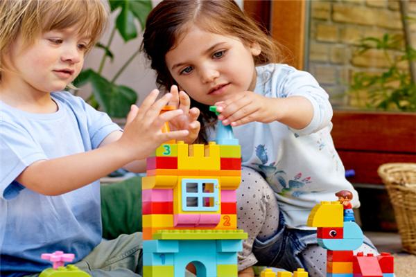 卡思奇兒童益智玩具玩耍