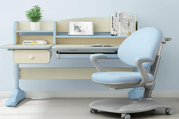 古洛奇智能學習桌椅設計