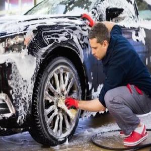 車點點洗車輪胎增黑