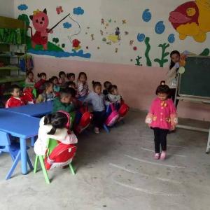 金燦燦幼兒園上課