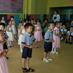 金燦燦幼兒園表演