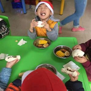 童心樂幼兒園吃飯