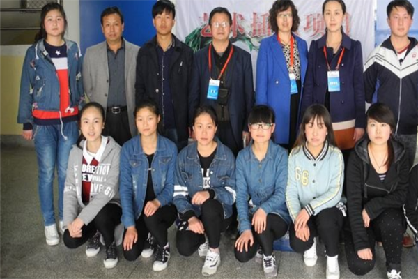國輝職業培訓學校師生合影