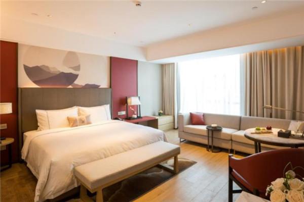 忆程酒店卧室