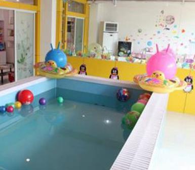 愛來母嬰生活館游泳