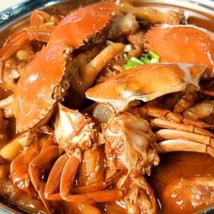阿陶肉蟹煲食材很足
