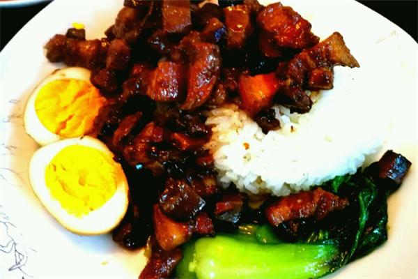 杜小六鹵肉飯酸菜小魚好吃