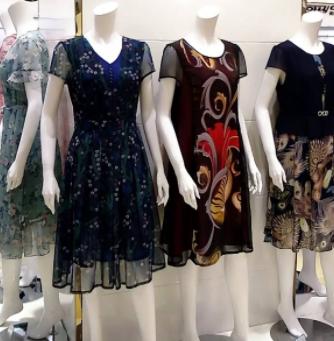 燃多品牌女装展示
