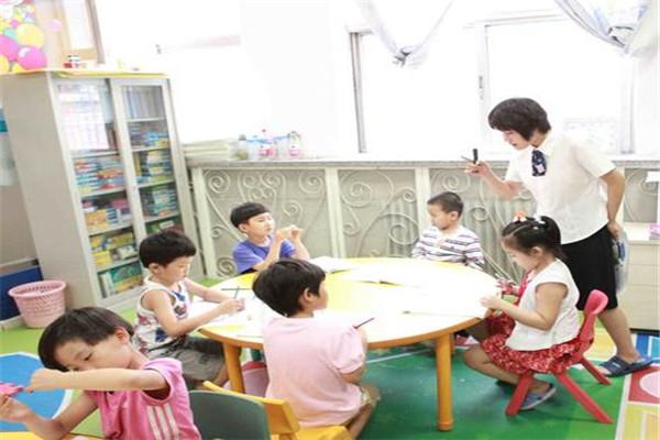 适爱国际育儿教育放心