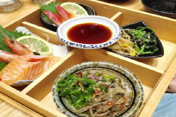 撷日本料理菜品多