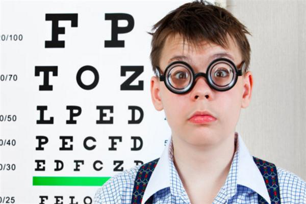 初见视力养护中心认真