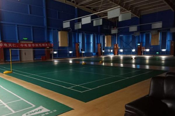 乐羽时代羽毛球馆地板有弹性