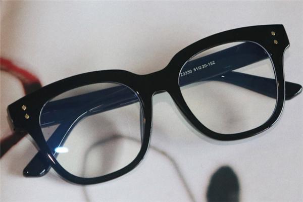 布雷斯顿眼镜设计