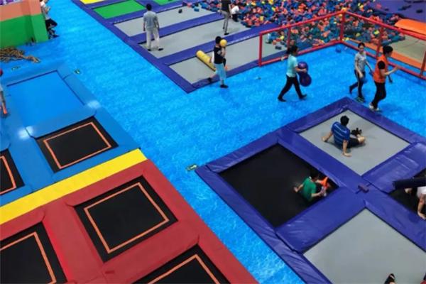 蓝box蹦床公园好玩